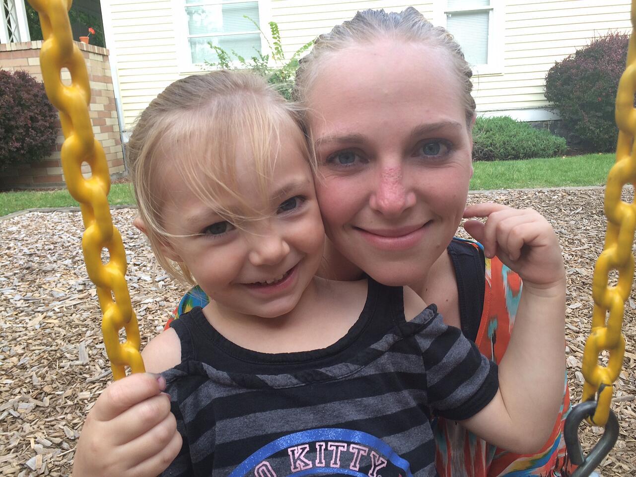 Single_Mom_Amanda_with_daughter_Daisy