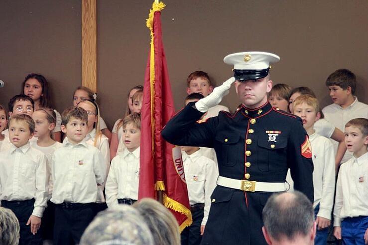 children honor veterans