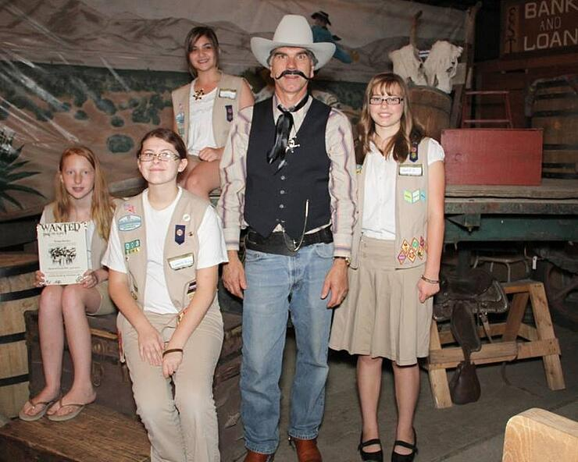 girl scouts donate to homeless women & children