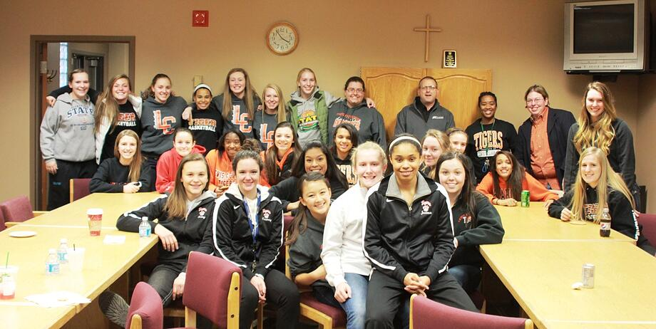 high school basketball players serve at Union Gospel Mission